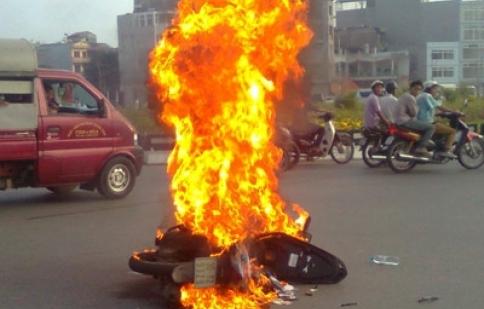 Xăng pha acetone - nguyên nhân gây cháy xe?
