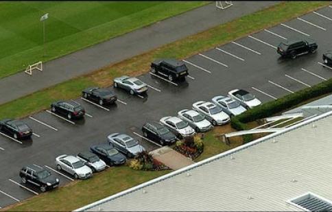 Mua ô tô phải chứng minh có nơi đỗ: Sao lại vô lý thế?