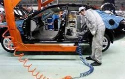 Nhiều hãng sản xuất ô tô tính rút lui khỏi Việt Nam