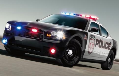 Chrysler thu hồi lại 10.000 xe cảnh sát vì sự cố kỹ thuật