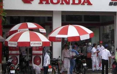 Honda giảm giá mạnh, người tiêu dùng thêm ngại!