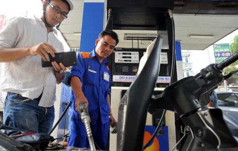 Giá bán lẻ xăng dầu đang được cân nhắc
