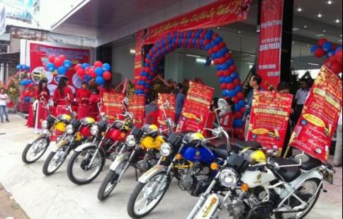 Quang Hùng Phương khuyến mãi cho khách hàng mua xe Suzuki chính hãng