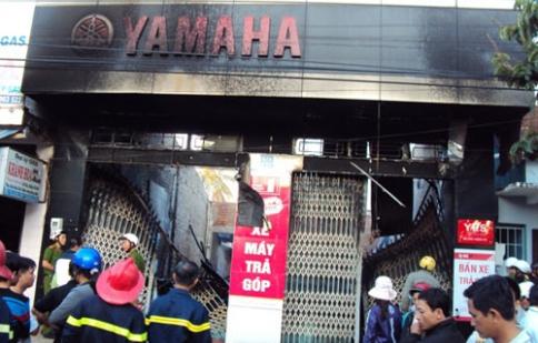 Cháy cửa hàng xe, khoảng 100 xe máy bị thiêu rụi