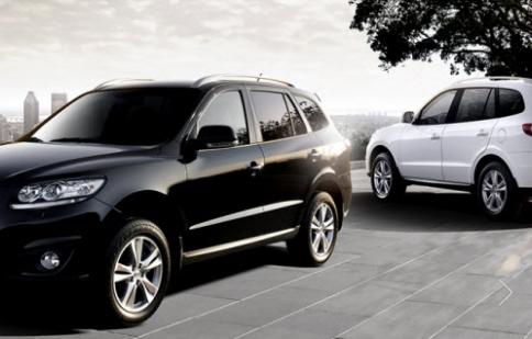 Hyundai Bến Thành hỗ trợ khách hàng mua xe tại showroom