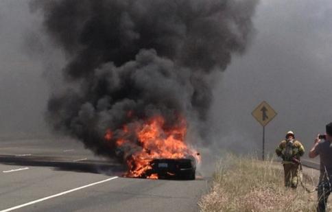 Lamborghini Aventador LP 700-4 bốc cháy