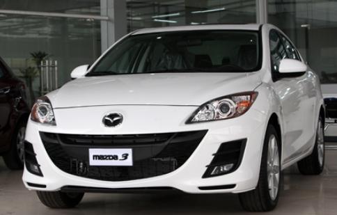 "VinaMazda công bố giá Mazda3 ""nội"""
