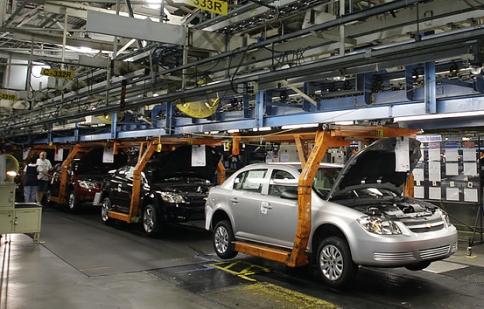 Giá dầu tăng gấp đôi thách thức công nghiệp xe hơi