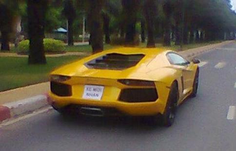 Lamborghini Aventador đầu tiên xuất hiện trên đường phố Sài Gòn
