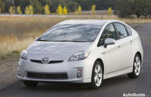 Toyota Pirus cải tiến để giữ vững ngôi vị độc tôn