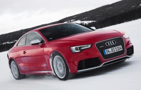 Audi RS5 2013 có giá 68.900 USD