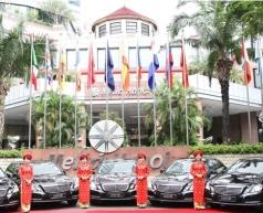 Melia Hà Nội nhận 5 xe E-Class từ Mercedes