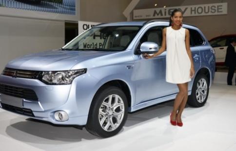 Mitsubishi ra mắt Outlander PHEV 2013