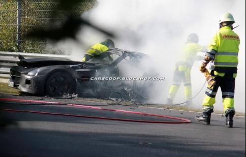 Mercedes SLS AMG Black Series bốc cháy trên đường thử