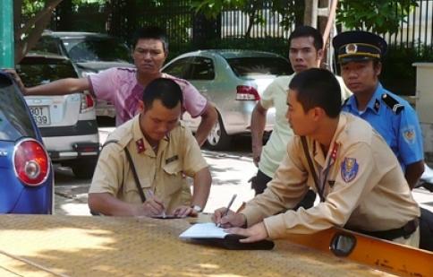 Triển khai Nghị định 71 tại Hà Nội:  CSGT không được phép hỏi 'xe chính chủ hay không'