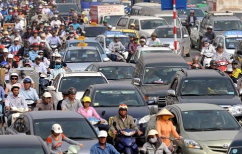 Chủ xe ôtô đóng phí đường bộ 130.000 đồng một tháng