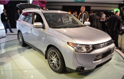 Mitsubishi Outlander 2014 giảm cân tới 91 kg