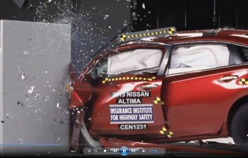 Nissan Altima 2013 được IIHS Mỹ đánh giá cao về độ an toàn
