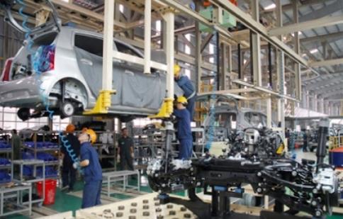 Năm 2012: Việt Nam tiêu thụ 93.000 xe, giảm 33%