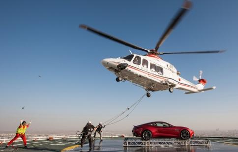 Aston Martin mừng sinh nhật trên không