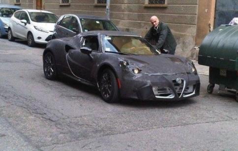 Lộ ảnh phiên bản đặc biệt Alfa Romeo 4C 2014
