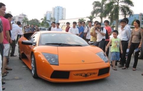 Điều chỉnh thời hạn cấp phép nhập khẩu ô tô của Việt kiều hồi hương