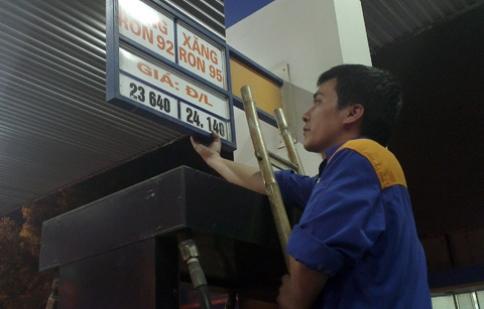 Giá xăng giảm 410-420 đồng một lít
