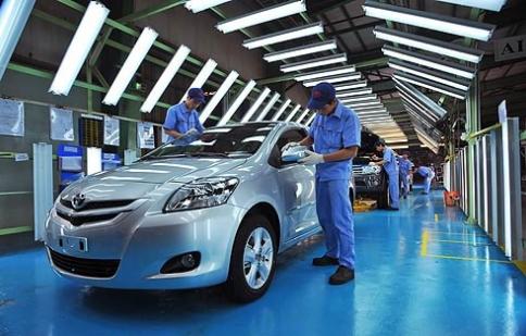"""Công nghiệp ô tô Việt Nam,""""một cổ ba tròng"""