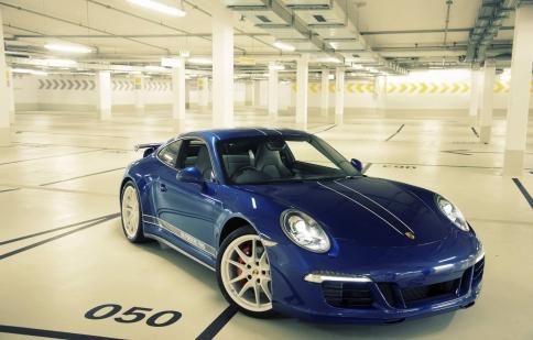 Porsche ra mắt xe mới dành cho fan facebook