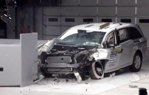 Honda Odyssey 2014 đạt thang điểm an toàn tuyệt đối của IIHS