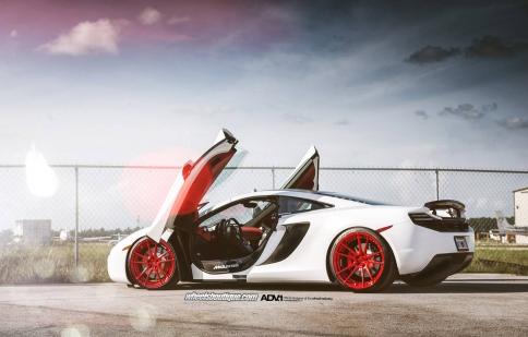 McLaren 12C độ với gam màu nổi bật