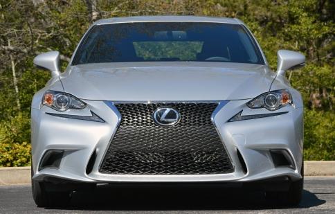 Lexus IS là chiếc xe của năm
