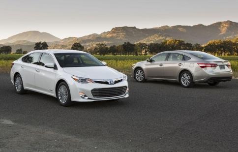 Toyota thu hồi gần 900,000 xe