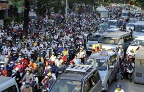 Nói và làm Bàn cấm xe máy: Rỗi buôn cho vui?
