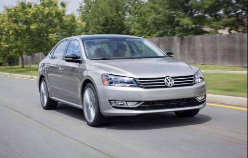 VW Passat 1.8T 2014 có giá từ 20,895 USD