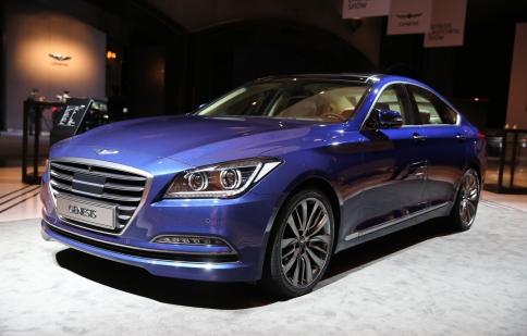 Hyundai Genesis sedan hoàn toàn mới ra mắt