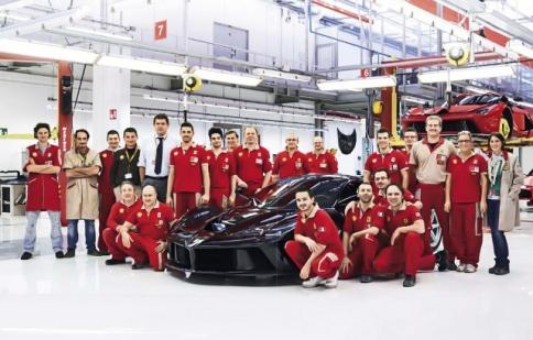 Siêu xe LaFerrari đầu tiên xuất xưởng