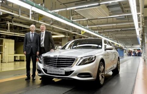 Mercedes-Benz bán được 1,49 triệu xe trong năm 2013