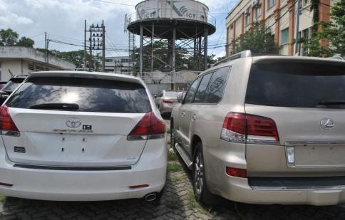 """Gần 100 xe ô tô """"xịn"""" nhập khẩu chưa có người nhận"""