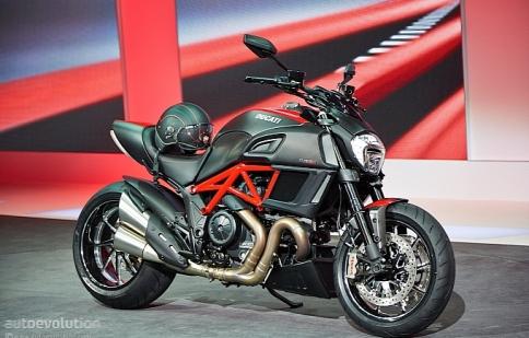 Ducati Diavel 2015 giá từ 17.995 USD