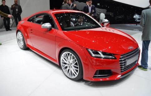 Audi TT 2015 có giá từ 41,245 USD