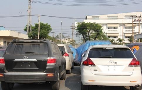 Buộc tái xuất 75 xe ô tô Việt kiều NK