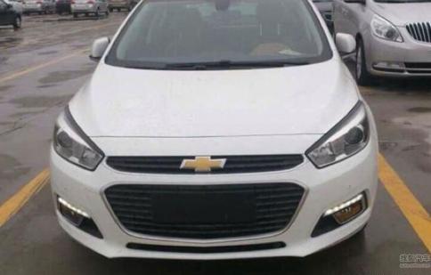 Chevrolet Cruze 2015 bất ngờ lộ diện