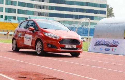 Ford Việt Nam hướng dẫn lái xe an toàn