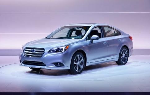 Subaru Legacy 2015 giá từ 21,695 USD