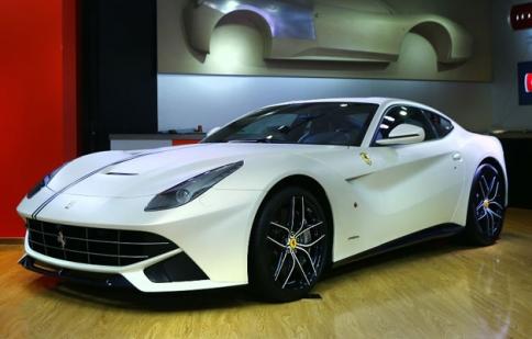 Ferrari giới thiệu phiên bản đặc biệt của siêu xe F12 và FF