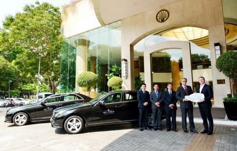 Mercedes-Benz bàn giao xe E-Class cho New World Saigon