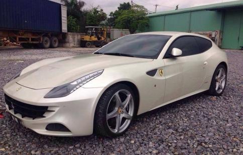 Sau Aventador Roadster, đến lượt siêu xe Ferrari FF cập bến Việt Nam