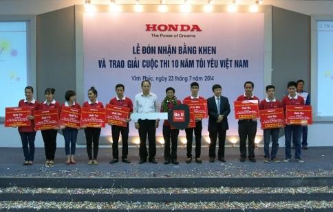 Honda Việt Nam nhận bằng khen vì hoạt động lái xe an toàn