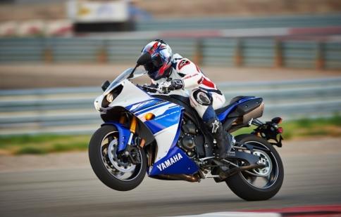 Yamaha sẽ trình làng R1 2015 vào cuối năm nay